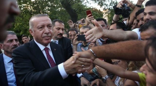 Cumhurbaşkanı Erdoğan Sultanahmet'te vatandaşlarla bir araya geldi