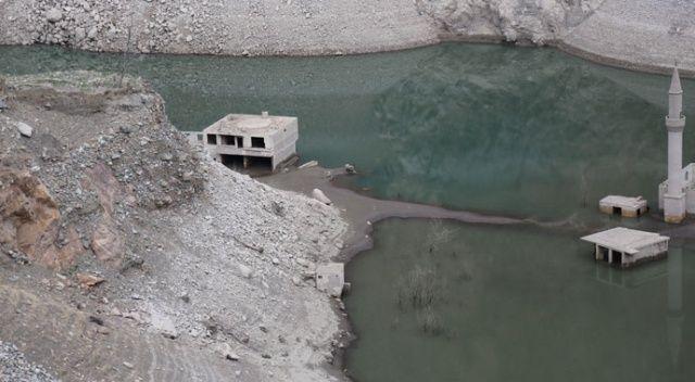 Deriner Barajı dolulukta yüzde yüz seviyeye ulaştı, asırlık köy yeniden sular altında kaldı