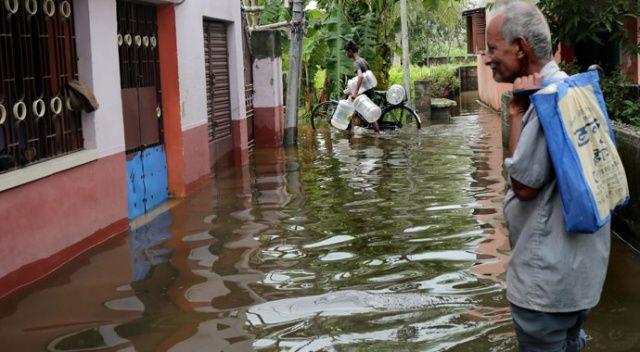 Hindistan'daki yağışlar nedeniyle hayatını kaybedenlerin sayısı artıyor