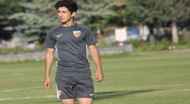 Kayserispor, Mehmet Eray'la profesyonel sözleşme imzaladı