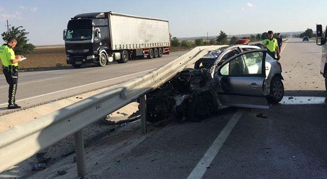 Konya'da otomobil bariyerlere çarptı:  5 yaralı