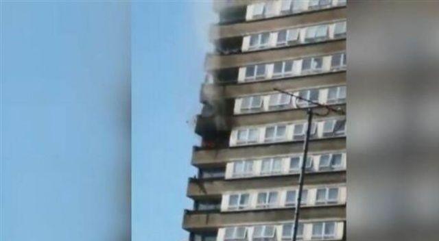 Londra'da 24 katlı apartmanda yangın