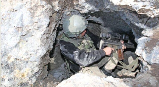 Mehmetçik'ten başarılı operasyon, 70 metrelik halatla mağaraya tırmandılar