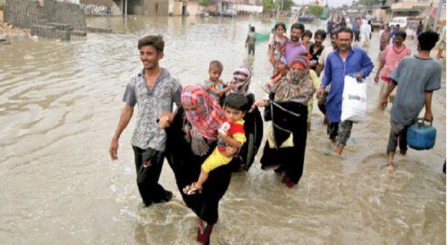 Pakistan'da 12 kişiyi elektrik çarptı