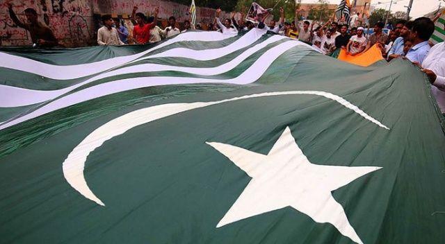 Pakistan, Hindistan ile ticari ilişkilerini resmen askıya aldı