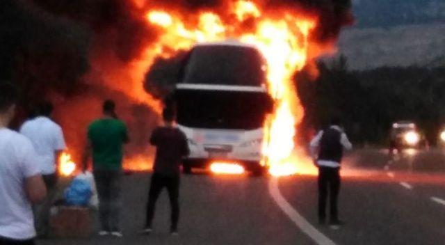 TEM'de korkutan kaza! Seyir halindeki otobüs alev alev yandı