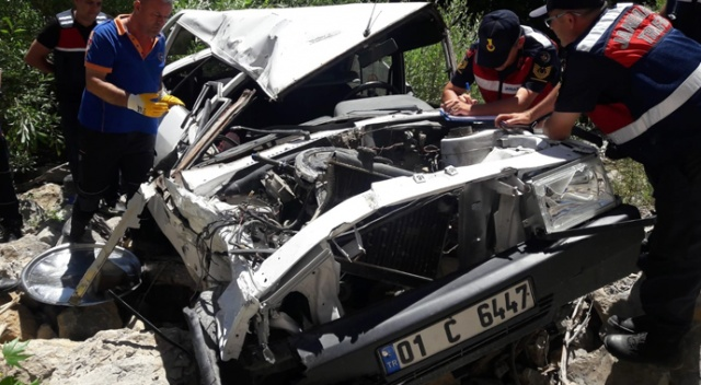 Uçuruma yuvarlanan otomobilde bulunan 2 kişi öldü