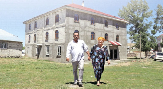 Ülkesi yerine Ağrı'nın köyünde yaşamayı seçti!