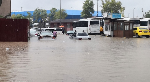 Zonguldak'ta kuvvetli yağış hayatı zorlaştırdı