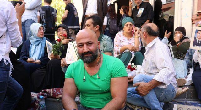 15 Temmuz Darbe Girişimi'nin sembol isminden HDP önünde eylem yapan ailelere destek