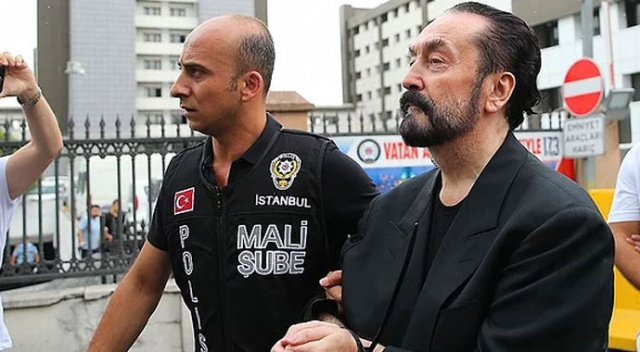 Adnan Oktar mağduru  davul zurnayla oynadı