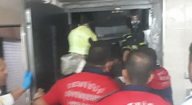 Asansöre sıkışan çocuk hayatını kaybetti