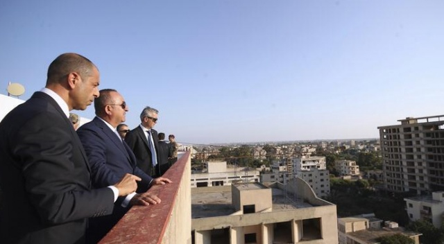 Bakan Çavuşoğlu, Özersay ile kapalı Maraş'ı ziyaret etti