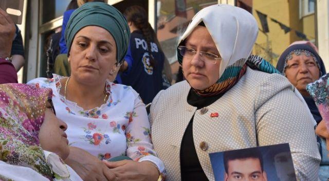 Bakan Selçuk'tan HDP önünde eylem yapan ailelere ziyaret