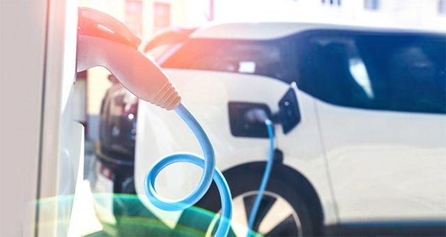 Elektrikli araçlar dizel ve benzinliyle makası kapatıyor