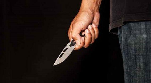 Eşine kızdı, kendini bıçakladı