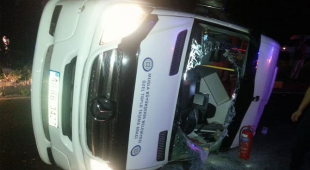 Fethiye'de yolcu minibüsü ile otomobil çarpıştı: 14 yaralı