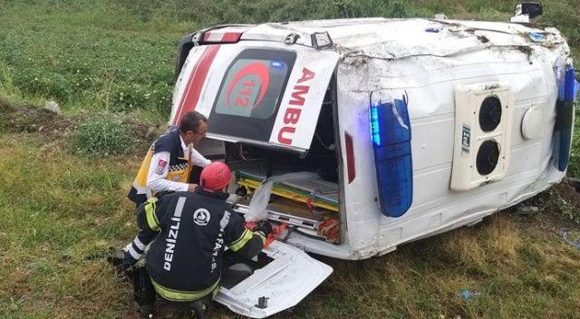 Hasta nakli yapan ambulans devrildi: 5 yaralı