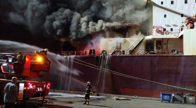 Hatay'da buğday yüklü gemide yangın paniği