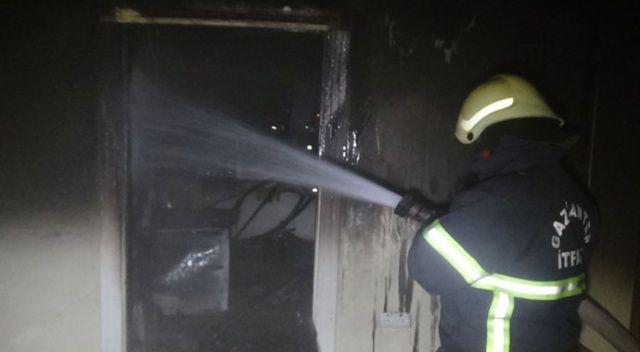 İçtiği sigara evi yaktı, yanarak ölmekten komşuları kurtardı