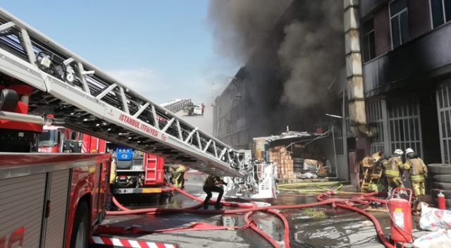 İstanbul İkitelli'de fabrika yangını