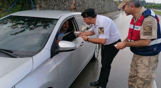 Jandarma aşure dağıttı
