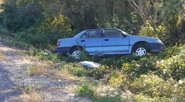 Lastiği fırlayan otomobil yoldan çıktı