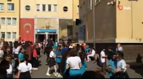 İstanbul'da deprem nedeniyle bazı okullar boşaltıldı