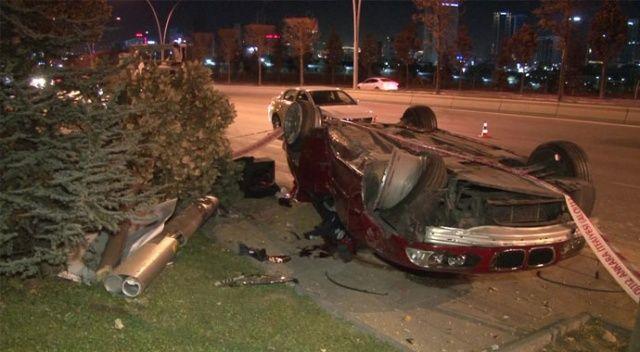 Ankara'da otomobil aydınlatma direğine çarptı: 1 ölü, 3 yaralı