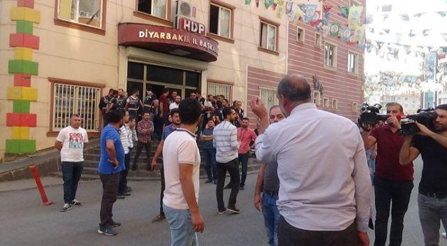 Barış Pınarı harekatı başladı! Diyarbakır'da HDP il binası önü karıştı