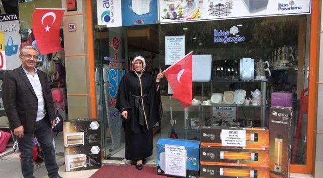 Barış Pınarı Harekatı'na Türk bayraklı destek