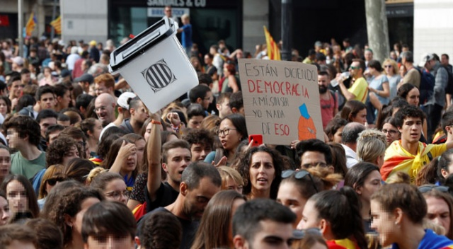 Barselona'da protestolar sürüyor! Uçuşlar iptal edildi
