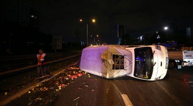 Basın Ekspres yolunda kamyonet devrildi: 2 yaralı