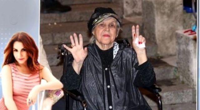 Deniz Seki, hastaneye kaldırılan annesi için dua istedi