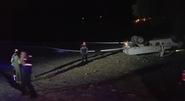 Denizli'de otomobilin çarptığı kamyonet tarlaya devrildi: 1 ölü, 2 yaralı