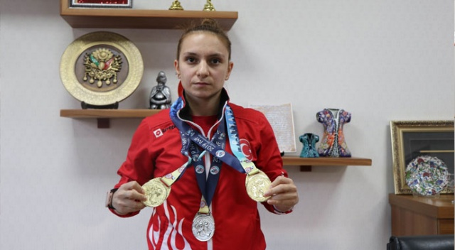 """Dünya Şampiyonu Şaziye Erdoğan: """"Madalyalarımı Mehmetçiğimize armağan ediyorum"""""""