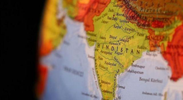 Hindistan'da iki katlı bina çöktü: 10 ölü