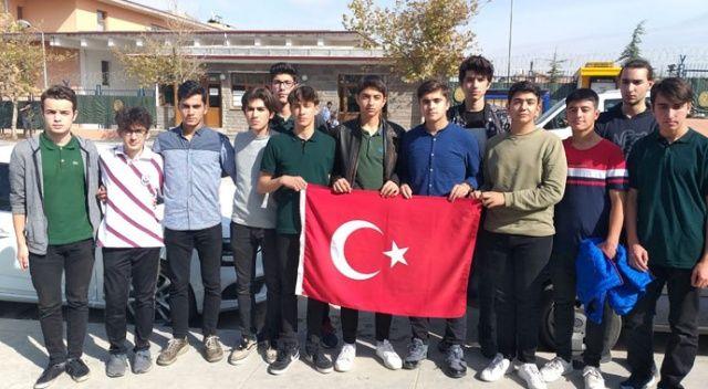 Lise öğrencileri Barış Pınarı'na katılmak için askerlik şubesine başvurdu