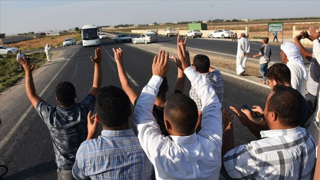 Sınır birliklerine giden askere sevgi gösterisi