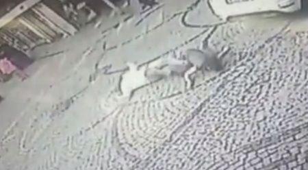 Balkondan atlayan kadını böyle tutmaya çalıştı