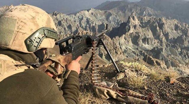 """""""Kıran-4"""" operasyonunda teröristlere ait tüfekler, el bombaları ve mühimmat ele geçirildi"""