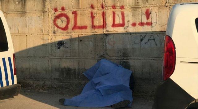 """""""Ölüü"""" yazan duvarın dibinde öldü"""