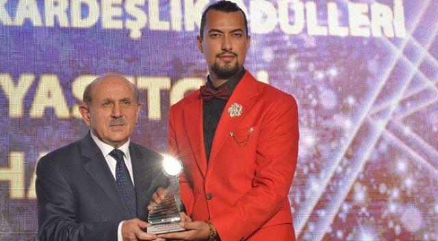 AK Parti Kurucu üyesi Kuzu'ya 'yılın en iyi siyasetçisi' ödülü
