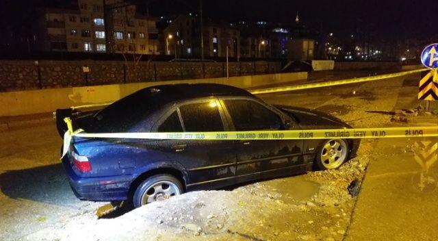 Başkent'te yol çöktü, araç içine düştü