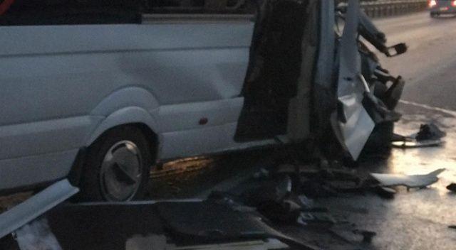 Bursasporlu taraftarları taşıyan minibüs kaza yaptı: Çok sayıda yaralı var