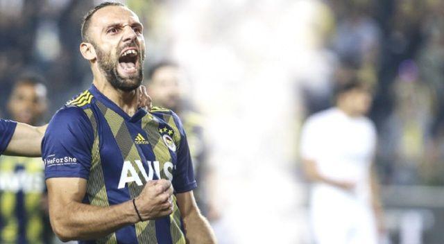 Fenerbahçe düelloyu kazandı, maç fazlası ile lider oldu
