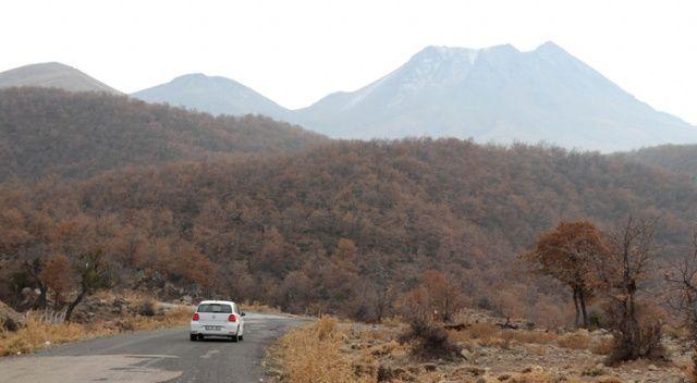 Hasan Dağı'na mevsimin ilk karı yağdı ama üreticiler tedirgin