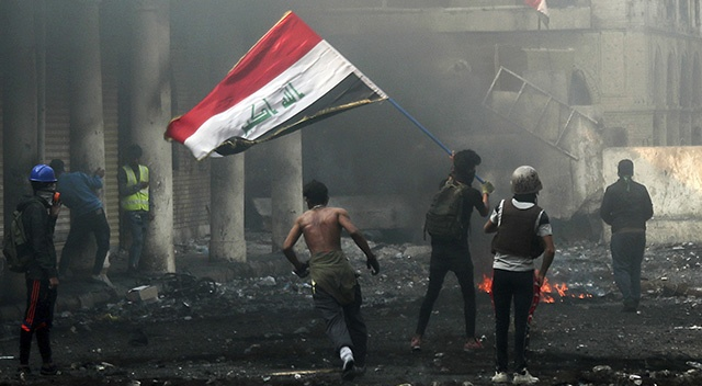 Irak'ın Zikar vilayetindeki gösterilerde ölenlerin sayısı 20'ye yükseldi