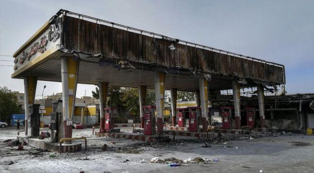 İran'da gösteriler büyüyor: Banka şubelerini ateşe verdiler