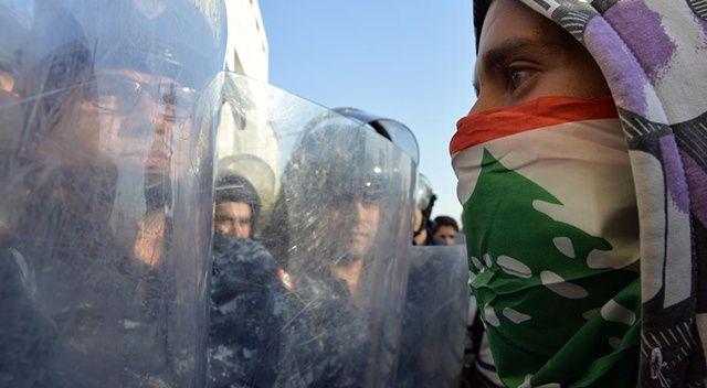 Lübnan'da akaryakıt istasyonlarında izdiham yaşanıyor